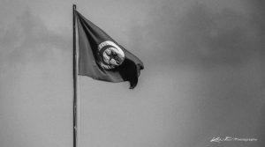 Photo en noir et blanc du drapeau Tunisien