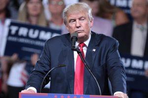 Le président américain Donald Trump pendant un meeting.
